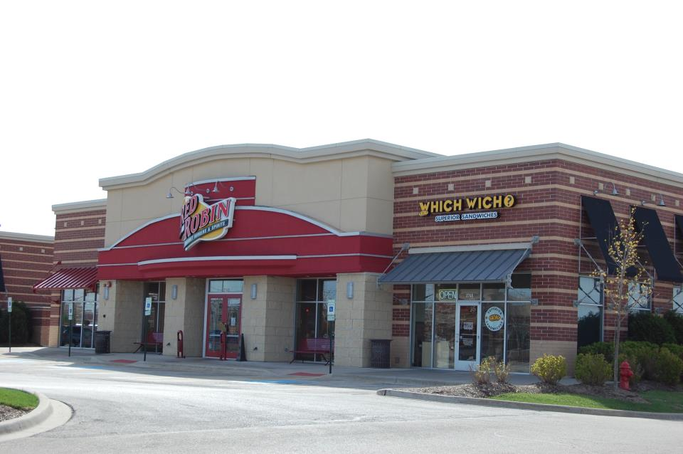 Red Robin in Poplar Creek Crossing at 59-90